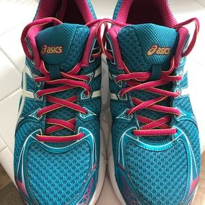 ASICS Duomax shoes. Nearly new. Excellent quality